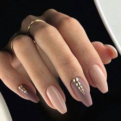 """Simple and stunning! Spotted this nude set on @idei_dizaina_nogtey page. ✨ #NAIL"
