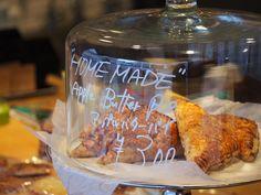 本日よりアップルバターパイの販売を開始しました 青森産紅玉を贅沢に使用し レモンシナモンナツメグなどで味付けた酸味が特徴の商品です 数量限定ですのでお早めにお買い求め下さい #gardenhousecrafts #cpcm #bread #全粒粉丸パン #sandwich #coffee #harajuku #latte #pastry #icecreamsand #icedcoffee #colddrink #hotdrink #lemonade #frenchtoast #apple #pie #applepie