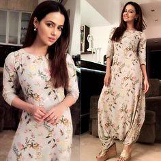 Sana Khan in PASHA INDIA signature Dhoti Jumpsuit Pakistani Dresses, Indian Dresses, Indian Outfits, Drape Dress Pattern, Dress Patterns, Jumpsuit Pattern, Indian Designer Outfits, Designer Dresses, Simple Dresses