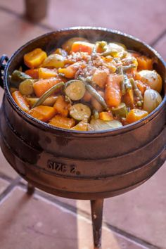 Skaap skenkel pot South African Recipes, Meat Recipes, Sausage, Toe, Fish, Sausages, Pisces, Finger, Chinese Sausage
