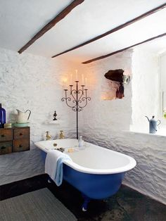 cobalt  and white bathroom! Gorgeous