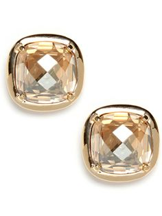 Ooze elegance with a multi-faceted button earring in a warm hue.  Peach colored crystals are set in a basic gold setting.