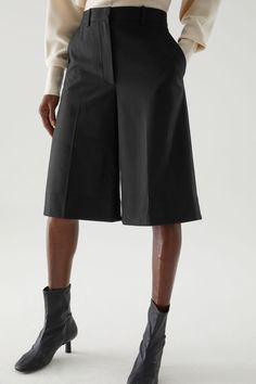 RECYCLED WOOL MIX OVERSIZED PLEATED SHORTS - Black - Shorts - COS WW Minimal Fashion, Timeless Fashion, Scuba Dress, Wool Vest, Pleated Shorts, Belted Coat, Contemporary Fashion, Colorful Fashion, Fashion Forward