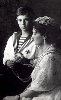 Alexandra Feodorovna with her son