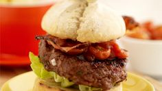 Nothing beats a homemade Barbecue Beef Burger! Check out this great recipe … Nothing beats a homemade Barbecue Beef Burger! Check out this great recipe from Healthy Grilling Recipes, Grilled Steak Recipes, Kevin Dundon Recipes, Healthy Soy Sauce, Homemade Beef Burgers, Burger Buns, Lime Chicken, Food Videos