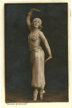 Oriental Dance 1927.Artist unknown.Italian card.