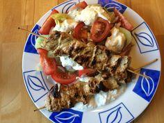 Schnitzelspieße mit Salat [Low-Carb Gericht]