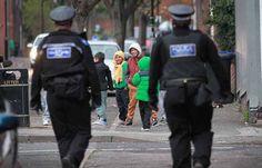 Lupte de stradă în Anglia între un Rrom și un Arab