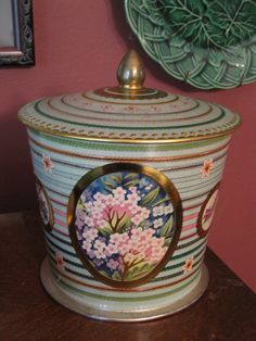 Beautiful Floral Vintage Tin, Summer Flower pattern by Baret Ware Container.  Made in England