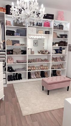 40 Pretty Modern Closet Ideas That Every Women Will Love Home Design And Interior The post 40 Pretty Modern Closet Ideas That Every Women Wil… appeared first on Garden ideas - Gardening Closet Bedroom, Girls Bedroom, Dressing Room Closet, Dressing Room Design, Bedroom Decor Glam, Closet Mirror, Bag Closet, Modern Room Decor, Dressing Rooms