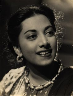 """""""Mohe Mera Bachpana La De"""", old hindi song, sung by """"Suraiyya"""", picturised on herself from 1948 released movie """"Kajal"""" - Complete Lyrics Vintage Bollywood, Old Bollywood Songs, Bollywood Stars, Indian Bollywood Actress, Indian Actresses, Film Icon, Indian Movies, Movie Collection, Real Beauty"""