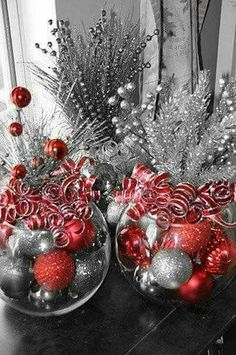 Christmas centerpiece-glass globe filled with ornaments, stems out of top and ribbons. Do with gold instead of silver. Christmas Party Centerpieces, Christmas Party Table, Office Christmas Decorations, Office Christmas Party, Christmas Ideas, Company Christmas Party Ideas, Xmas Party, Christmas Colors, Christmas 2019