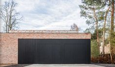 Inspiratie & realisaties aluminium gevelbekleding — Mato Modern Garage Doors, Hedges, Garden Inspiration, Porches, Building, Interior, Outdoor Decor, House, Home Decor