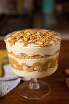 Butter Banana Pudding Peanut Butter Banana Pudding from takes your banana pudding to the next level.Peanut Butter Banana Pudding from takes your banana pudding to the next level. Best Peanut Butter, Peanut Butter Desserts, Peanut Butter Banana, Banana Pudding Trifle, Banana Pudding Recipes, Chocolate Banana Pudding, Trifle Dish, Köstliche Desserts, Plated Desserts