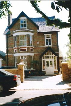 1999 Kew house