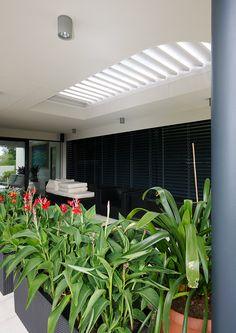 #diamonddesigncz #diamonddesigneu #outdoorliving #bioklimatic #bioklimatickepergoly #camargue #aero #renson #lamelovystrop #minimalist #sunprotection #rainprotection #dustprotection #stineni #ochranapreddestem #ochranapredvetrem #ochranapredprachem #windprotection #integratedscreens #integrovanescreeny #luxuryterrace #luxusniterasa #whirlpool #vířivka Solar Shades, Diamond Design, Sun Protection, Terrace, Outdoor Living, Pergola, Minimalist, Outdoor Furniture, Luxury
