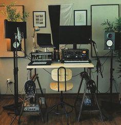 Music Studio Decor, Home Studio Setup, Studio Layout, Home Studio Music, Dream Studio, Recording Studio Equipment, Recording Studio Home, Apartment Goals, Studio Apartment