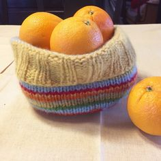 Knit and felted easter basket 💛🧡 free pattern – gudruns.blog