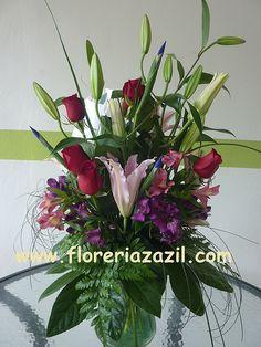 Servicio floral a domicilio Cancun Floral Service. ventas@floreriazazil.com www.floreriazazil.com Cancún, México.