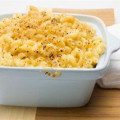 L'une de nos meilleures recettes de macaroni au fromage ! Les pâtes baignent dans une sauce au cheddar bien relevée qu'accentuent encore des piments forts. Le tout est nappé d'une salsa aux tomates qui ajoute une saveur tout à fait originale.