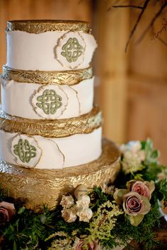 celtic wedding cake in green and gold