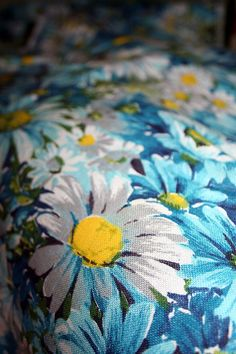 Vintage Daisy Fabric 60s 70s Beautiful Blues by claudettesvintage, $18.50