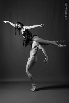 Community about Classical Ballet, Modern Dance and Rhythmic Gymnastics Ballet Poses, Dance Poses, Ballet Dancers, Modern Dance, Contemporary Dance, Dancer Photography, Dance Movement, Ballet Beautiful, Lets Dance