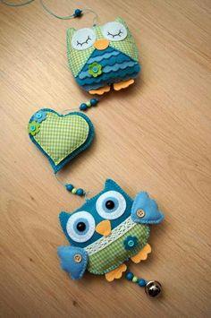 Handmade b JoHo - uilenslinger van vilt - owls felt