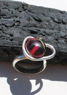 Unikke håndlavet sølv ring med en glas sten via Hera Design. Click on the image to see more!