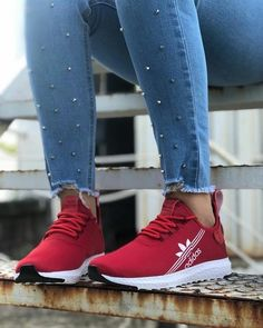 Spread the love Insanely Cute Sport Women Shoes from 32 of the Perfect Sport Women Shoes collection is the most trending shoes fashion this winter. This Perfect Sport Women Shoes look was… Moda Sneakers, Sneakers Mode, Sneakers Fashion, Fashion Shoes, Sneakers Adidas, Ladies Sneakers, Nike Fashion, Fashion 2020, Cute Shoes