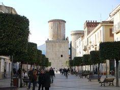 Städtepartnerschaft Dachau - Fondi Die Städtepartnerschaft zwischen Fondi und Dachau wurde im Jahre 1998 geschlossen. Latina, Pisa, Tower, Street View, Building, Travel, Italy, Voyage, Lathe