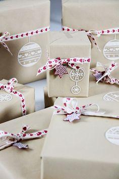 Täyttä elämää: Luukku 23- Joululahjavalvojaisia Gift Wrapping, Packaging, Gifts, Gift Wrapping Paper, Presents, Wrapping Gifts, Wrapping, Favors, Gift Packaging