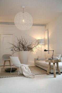 Woonkamer inspiratie | witten gecombineerd met hout en naturel voor lichte en warme woonkamer | interieurinspiratie