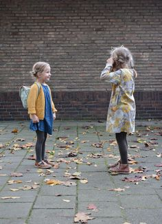 Last week, Courtney and her family were visiting us in Amsterdam, and we had such a lovely time. Eight children, who have known each other all of their life, together in one house. You can imagine the amount of fun we all had! Ivy and Ava are one year apart, but these girls are the best of friends.