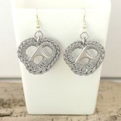 grey metal heart earrings pair crochet pop tabs by tabsolute,. Soda Tab Crafts, Can Tab Crafts, Tape Crafts, Resin Jewelry, Jewelry Crafts, Handmade Jewelry, Pop Tabs, Bijoux Diy, Beads And Wire