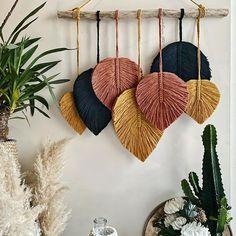 Diy Home Crafts, Creative Crafts, Yarn Crafts, Arts And Crafts, Macrame Wall Hanging Patterns, Macrame Patterns, Henna Patterns, Macrame Projects, Diy Projects