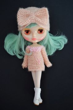 Image from http://img.loveitsomuch.com/uploads/201210/25/bl/blythe%20doll%20crochet%20four-way%20hat%20turban%20cloche%20beanie%20dusty%20pink%20bow%20dress%20top-f66458.jpg.