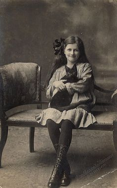 Cats in Photography: Girl With Black Cat (c. Antique Photos, Vintage Pictures, Vintage Photographs, Old Pictures, Vintage Images, Old Photos, Crazy Cat Lady, Crazy Cats, Foto Face