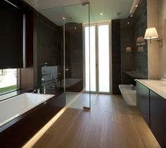 Green bathroom: complete guide to decorate this little corner - Home Fashion Trend House Windows, Facade House, Brown Bathroom, Small Bathroom, Modern Sink, Bathroom Trends, Bathroom Ideas, White Sink, Bathroom Wallpaper