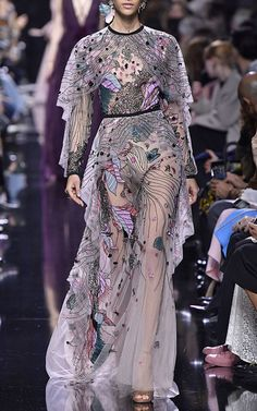Get inspired and discover Elie Saab trunkshow! Shop the latest Elie Saab collection at Moda Operandi. Elie Saab, Fashion 2018, High Fashion, Fashion Dresses, Couture Fashion, Runway Fashion, Womens Fashion, Vogue, Dress To Impress