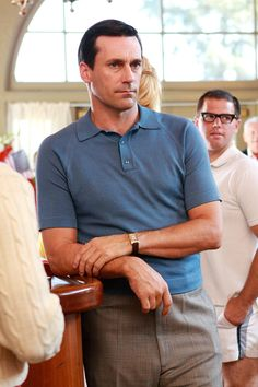 Picture: Jon Hamm in 'Mad Men.' Pic is in a photo gallery for 'Mad Men' featuring 161 pictures. 60s Men's Fashion, 1950s Fashion Menswear, Mad Men Fashion, Party Fashion, 1950s Mens Fashion Casual, Fashion Vintage, Fashion 2017, Vintage Style, Polo Fashion