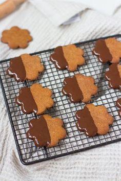 Vegaaniset & gluteenittomat piparkakut / Vegan and glutenfree gingerbread cookies Food Gifts, Xmas, Christmas, Gingerbread Cookies, Food And Drink, Gluten Free, Baking, Desserts, Sweet Stuff