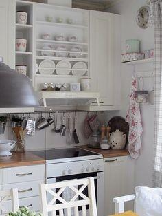 maalaisromanttinen,greengate,hylly,keittiö,maalaisromanttinen sisustus Decor, Kitchen Cart, Kitchen Cabinets, Cabinet, Home Decor, Kitchen