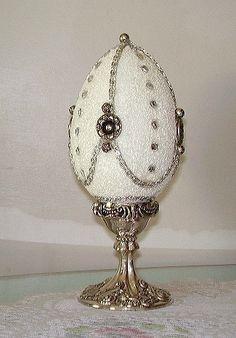 Oeuf Fabergé Egg Crafts, Easter Crafts, Arts And Crafts, Fabrege Eggs, Egg Shell Art, Egg Designs, Egg Art, Egg Decorating, Egg Shells