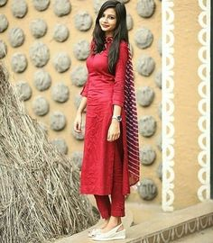 Simple red suit set with dupatta Fabric – cotton Sizes – . Churidar Designs, Kurta Designs Women, Kurti Neck Designs, Dress Neck Designs, Kurti Designs Party Wear, Pakistani Dresses, Indian Dresses, Indian Outfits, Stylish Dresses