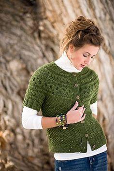 Fun. Would also be a great sweater vs cardigan Modelli Di Maglione Fatti Ai  Ferri ec04c49bb491