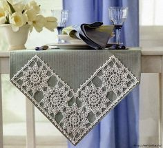 Fabulous crochet border made of tiles with a flower pattern. - Crochet Clothing and Accessories Crochet Motifs, Crochet Borders, Filet Crochet, Crochet Doilies, Crochet Flowers, Knit Crochet, Crochet Patterns, Crochet Table Runner, Crochet Tablecloth