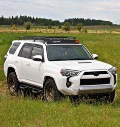 I love the color combo of white with bronze wheels Toyota 4runner, 4runner Trd Pro, Toyota 4x4, Toyota Trucks, Fj Cruiser, Toyota Land Cruiser, Toyota Girl, Bronze Wheels, Suv Trucks