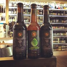 New in by Schoppe Bräu: Katerfrühstück 2017, the newest batch of a lovely Vanilla Imperial Stout with warming 12 % ABV. And Grüner Wird's Nicht Hüll Melon Edition, a fresh hop ale with all those volatile hop flavors only possible when you brew immediately after hop harvest. Cheers! @schoppebraeu #craftbeer #biererei #berlin #kreuzberg #schoppebräu #katerfrühstück #imperialstout #vanilla #hopharvest #wethop #beersofinstagram #instabeer #beerlover #cheers #bier