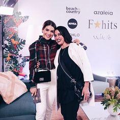 Direto do GQ da @fhits na Bienal @gloriacoelho participa agora de um bate-papo sobre tendências com a empresária Alice Ferraz. A estilista que pulou esta edição do SPFW conta sobre o seu processo criativo também sobre o que deve inspirar suas próximas coleções. Na foto ela posa com a blogger @camilacoelho. #LOFFama #spfwn43  via L'OFFICIEL BRASIL MAGAZINE INSTAGRAM - Fashion Campaigns  Haute Couture  Advertising  Editorial Photography  Magazine Cover Designs  Supermodels  Runway Models